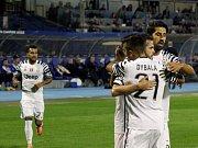 Fotbalisté Juventusu se radují z gólu proti Dinamu Záhřeb.