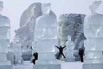 Zahájení festivalu ledových soch v čínském městě Charbin.