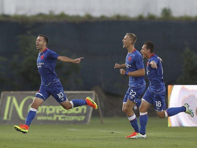 Josef Hušbauer ze Slavie (vlevo) se raduje z gólu proti Rio Ave.