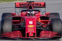 Pilot stáje Ferrari Sebastian Vettel během testů na okruhu Montmelo v Barceloně.