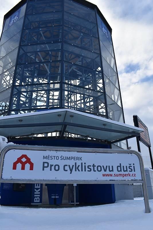 Nový přestupní terminál Šumperk - cyklověž v prostoru přednádraží.