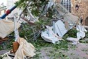 Několik lidí bylo zraněno popadanými stromy