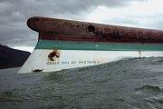 Vichr dosahující rychlosti 195 kilometrů v hodině a rozvodněné toky zabily desítky lidí