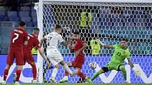 Italský fotbalista Ciro Immobile (uprostřed) dává gól Turecku v zahajovacím utkání ME.