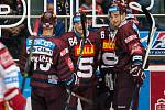 Hokejisté Sparty se radují z gólu proti Hradci Králové.
