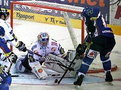 Liberecký gólman Pinc odolával kladenským nájezdům úspěšně.