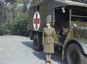 Během druhé světové války Alžběta ukázala, že panovník má být svému lidu vzorem. V roce 1945 se třeba připojila k dalším ženám zdravotnické služby, aby pomohla tam, kde to bylo potřeba nejvíce.