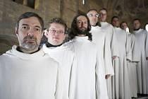 Schola Gregoriana Pragensis, v popředí David Eben