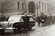 Snímky přerovského fotografa Františka Totha z pohřbu Jana Palacha, které dosud nebyly nikde zveřejněny.