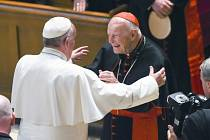 Americký kardinál Theodore McCarrick a papež František.
