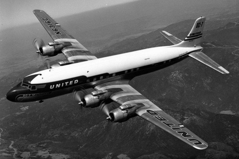 Letadlo Douglas DC-7 společnosti United Airlines. Přesně takové bylo účastníkem kolize nad Grand Canyonem v roce 1956.