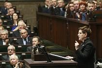 Dolní komora polského parlamentu schválila nový zákon o ústavním soudu navržený vládnoucí stranou Právo a spravedlnost (PiS).