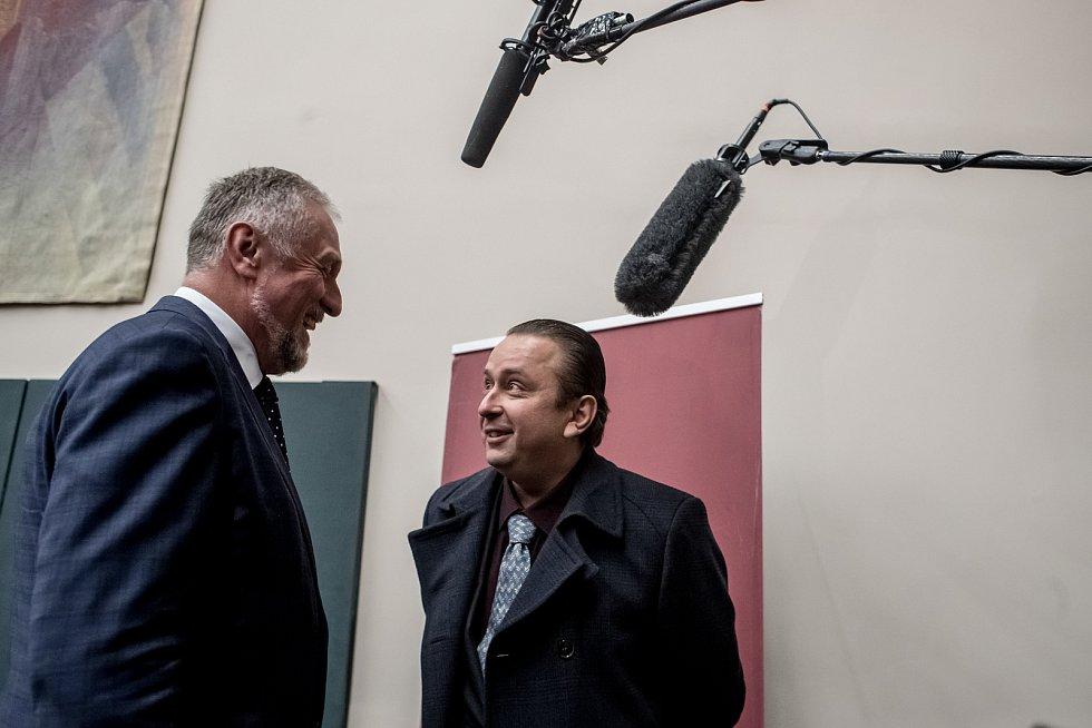 Debata s prezidentskými kandidáty proběhla 8. listopadu v Praze na Právnické fakultě. Tonda Blaník, Mirek Topolánek