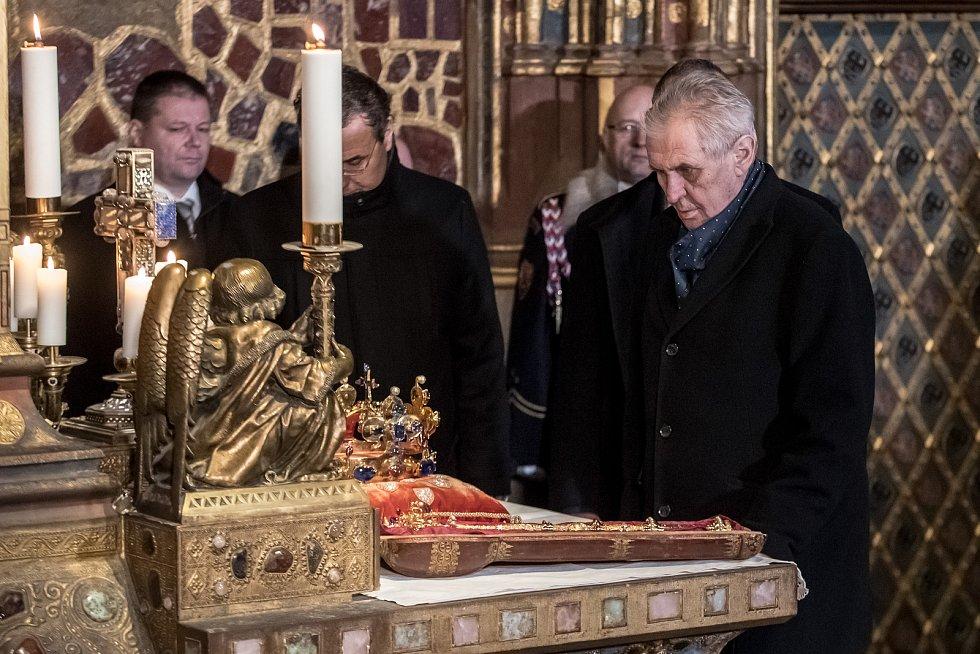 Vyzvednutí korunovačních klenot v kapli sv. Václava v katerdále sv. Víta proběhlo 15. ledna v Praze. Zeman