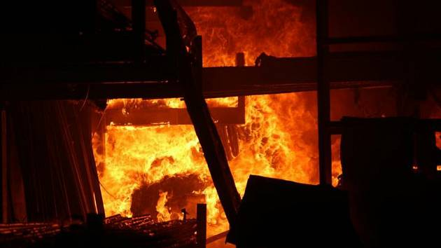 Požár haly - ilustrační foto.