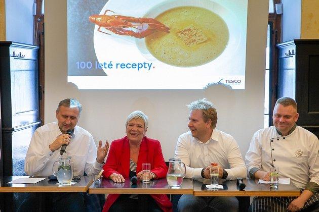 Recepty, které ukazují, jak se vařilo v průběhu uplynulých sta let, chce nyní zajímavým nápadem připomenout společnost Tesco. Tváří akce se stala herečka Jaroslava Obermaierová.