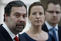 Předseda Věcí veřejných Radek John  a předsedkyně poslaneckého klubu VV Karolína Peake