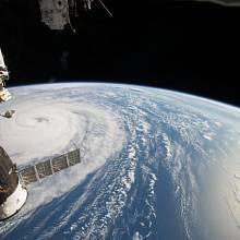 Země a satelity.