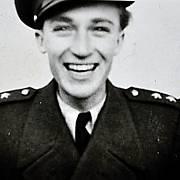 Antonín Zelenka v letecké uniformě. Uniformu hrdě nosil přesně do 9. dubna 1948, kdy ho za prorežimní činnost zatkli komunističtí agenti.