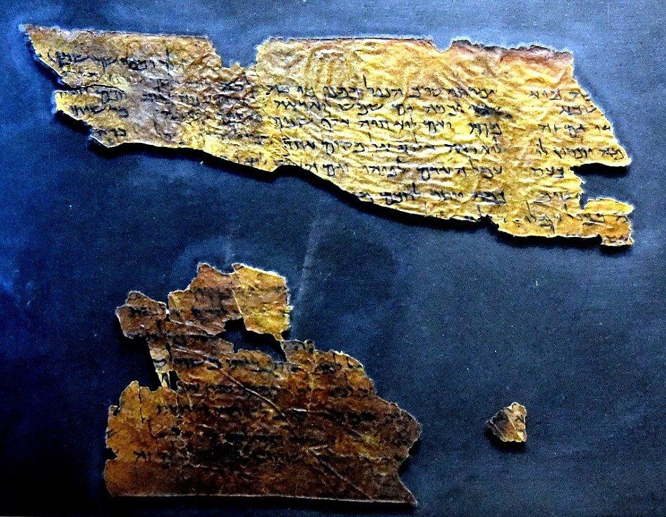 Svitek od Mrtvého moře 109, pocházející z kumránskké jeskyně 4, Jordánské muzeum v Ammánu