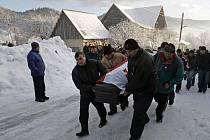 V sobotu se Gruzínci naposledy rozloučili se sáňkařem Nodarem Kumaritašvilim.