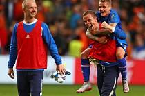 Fotbalisté Islandu a jejich radost z vítězství nad Nizozemskem