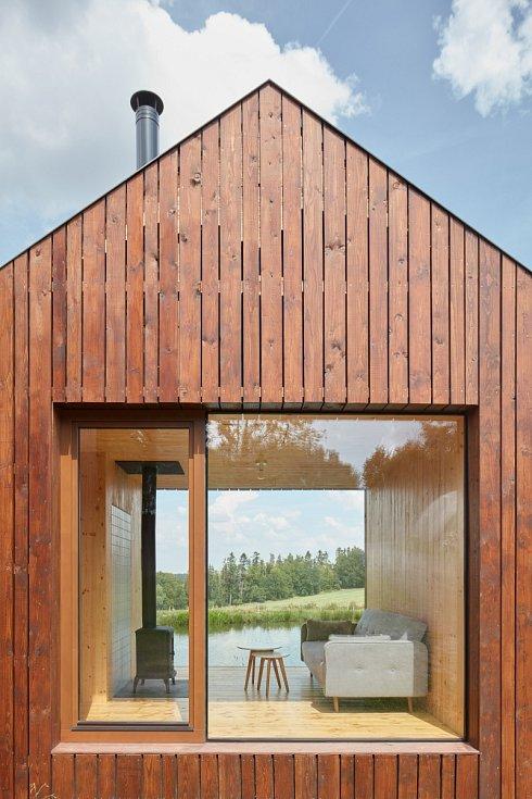 Chata na Vysočině - tato dřevostavba, postavená s mimořádně nízkým rozpočtem, se dostala mezi finalisty České ceny za architekturu 2019.
