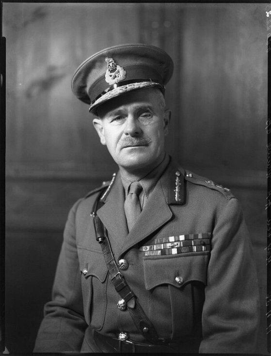 Velitel spojeneckých vojsk v Africe generál Archibald Wavell