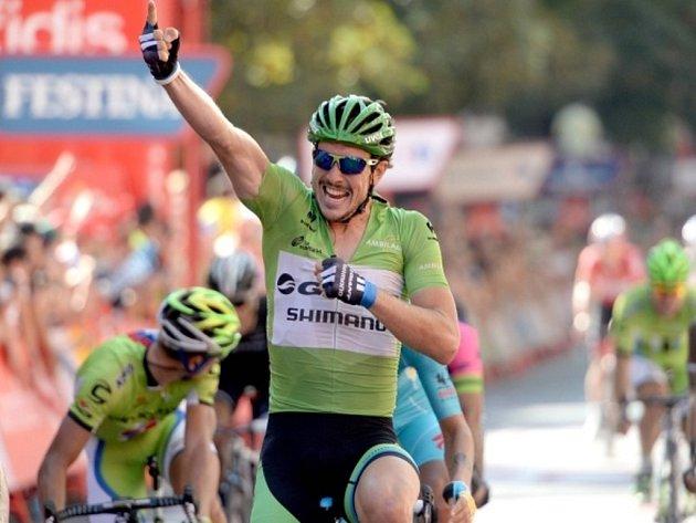 John Degenkolb se na Vueltě raduje z etapového vítězství.