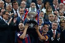 Fotbalistům Barcelony patří po ligovém titulu i Španělský pohár.