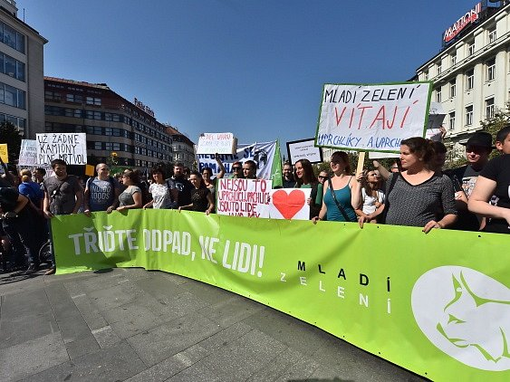 Na Václavském náměstí vPraze se 12.září uskutečnila demonstrace 'Za otevřenou Evropu, proti rasismu, xenofobii a náboženské nesnášenlivosti vČR'.
