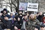 Lidé se sešli na vzpomínkovém shromáždění na Náměstí svobody v centru Bratislavy 21. února 2020 v den druhého výročí vraždy slovenského novináře Jána Kuciaka a jeho partnerky Martiny Kušnírové. Shromáždění, které uspořádala iniciativa Za slušné Slovensko,
