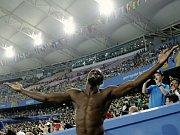 Sprinter Usain Bolt reaguje po diskvalifikaci po předčasném startu ve finále na 100 m.