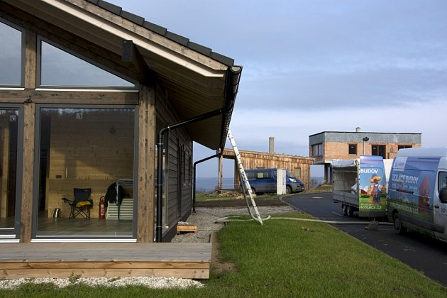 Foukaná izolace má tu výhodu, že se snadno aplikuje jak u rekonstrukce, tak u nového domu. A hlavně, eliminuje nezdravé plísně. Perfektní je zejména pro dřevostavby.