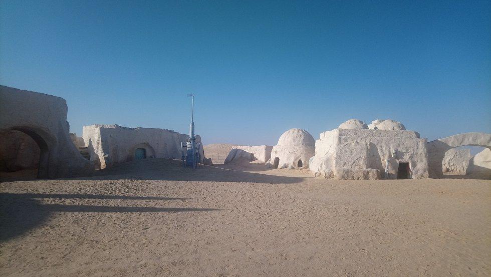 Kulisy z Hvězdných válek v poušti.