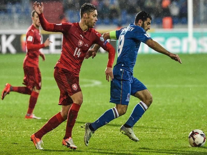 Václav Kadlec (vlevo) proti Ázerbájdžánu.