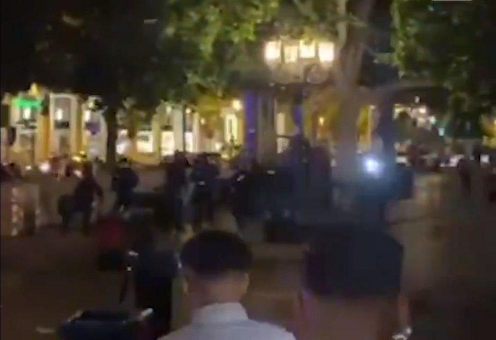 Policie nakonec zadržela 39 lidí