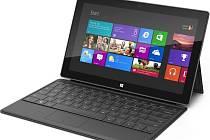 Nový tablet Microsoft Surface spolu s klávesnicí.