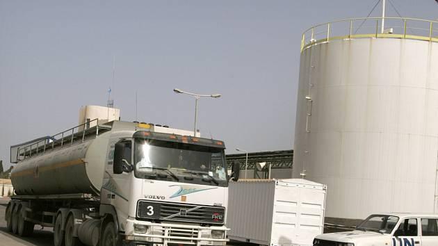 UNRWA nemá palivo kvůli izraelské blokádě Gazy a nemůže proto vykonávat humanitární činnost.