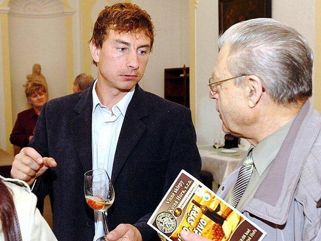 Kutnohorský vinař Lukáš Rudolfský (vlevo).