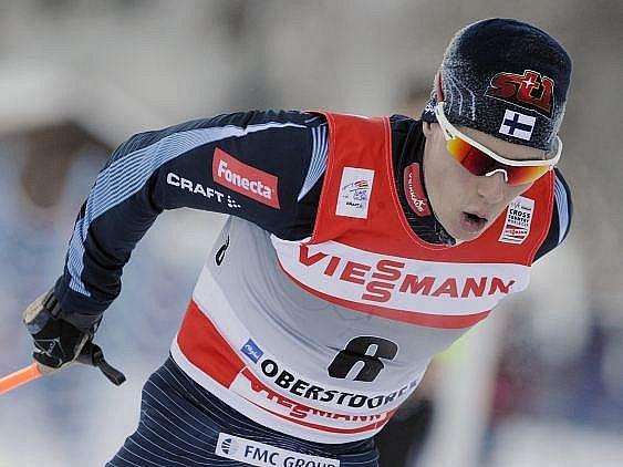 Matti Heikkinen oslavil na MS klasiků zlatou medaili v běhu na 15 kilometrů.