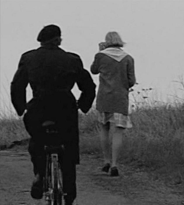 Vrah se v podvečer vydával na kole na cesty mezi obcemi a vyhlížel osamělé dívky. Ty pak přepadal a vraždil