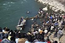 Nehoda autobusu v Nepálu