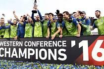 Fotbalisté Seattlu se radují z triumfu v Západní konferenci MLS.