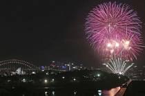 Oslavy příchodu nového roku v Sydney.