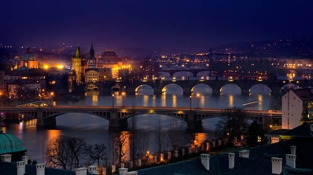 Osvětlená noční Praha - Ilustrační foto