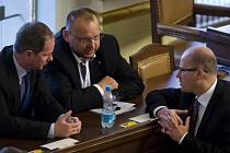 Jednání Poslanecké sněmovny. Bohuslav Sobotka, Petr Gazdík, Jan Bartošek.