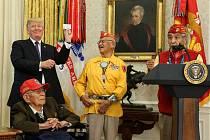 Donald Trump při setkání s válečnými veterány