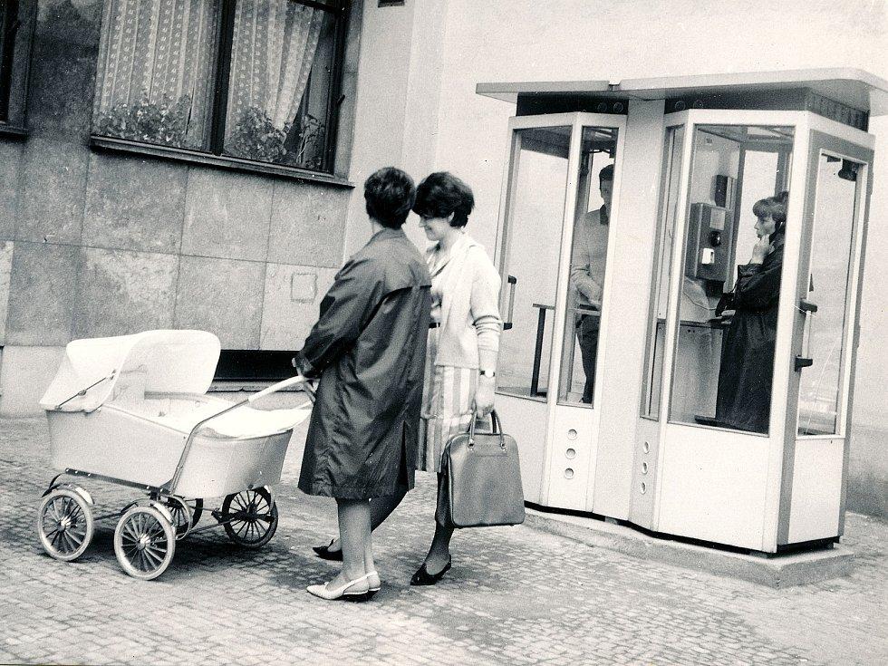 Telefonní budky, asi 60. léta 20. století