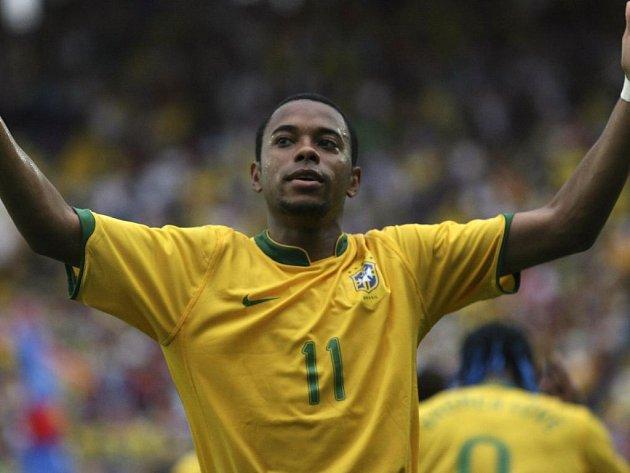 Robinho svým hatrickem pozvedl akcie Brazilců na turnaji.